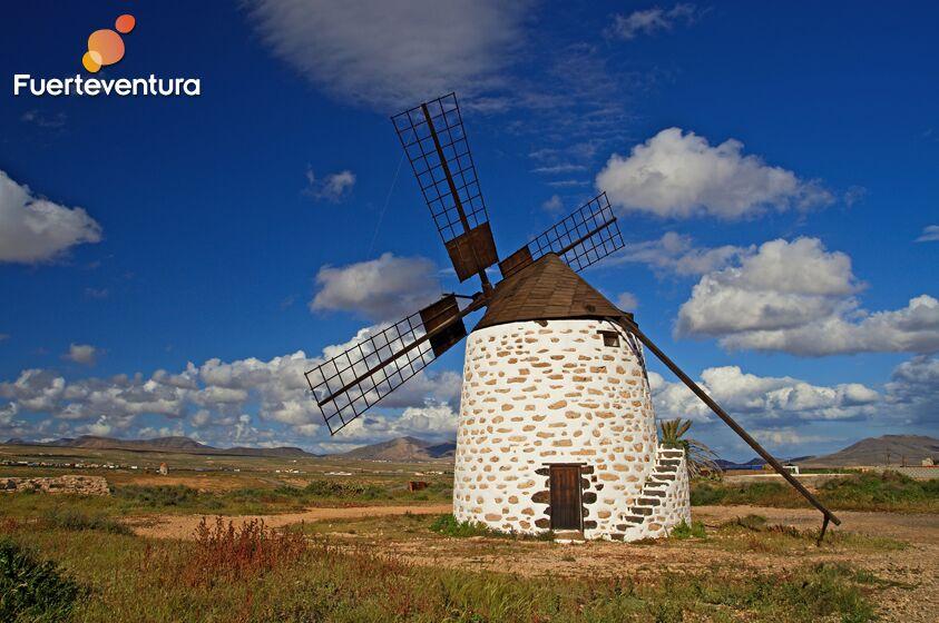 Molino-fuerteventura-paisaje-interior-rural