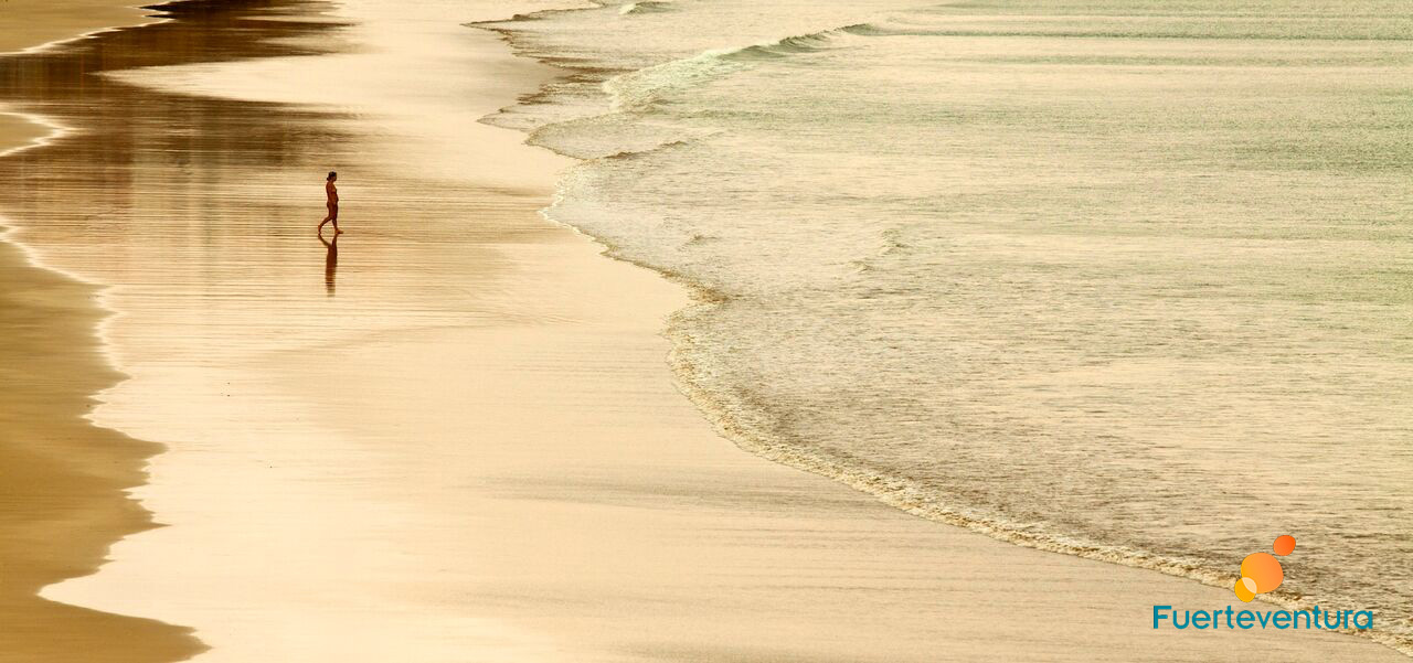 Atardecer arena playa fuerteventura