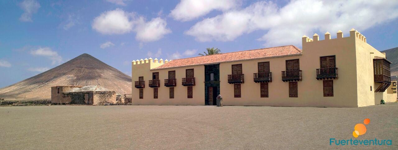 Casa de Los coroneles la oliva fuerteventura