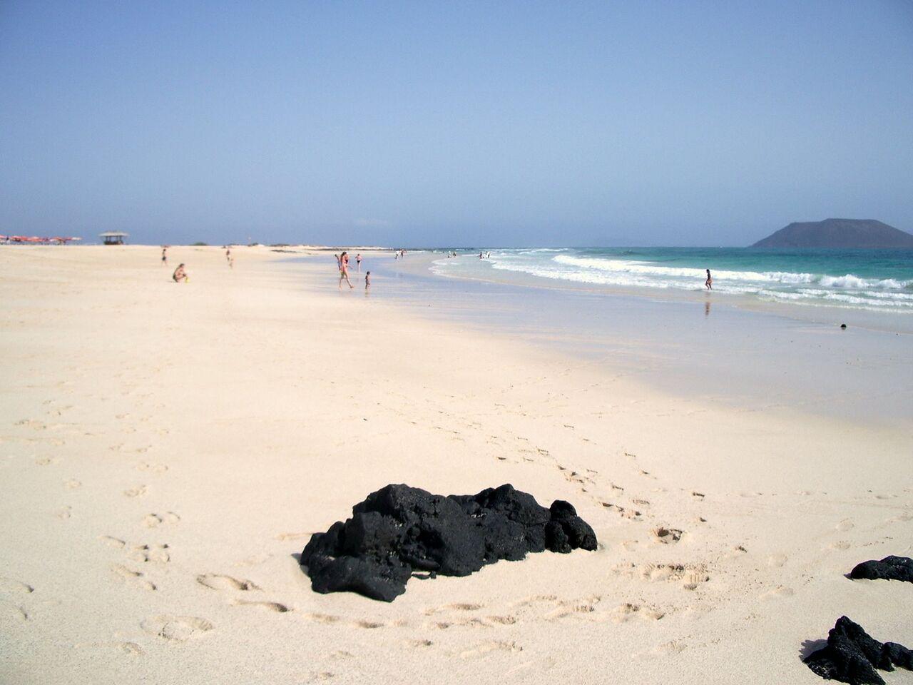 arena-blanca-corralejo-fuerteventura-canary-trip-booking