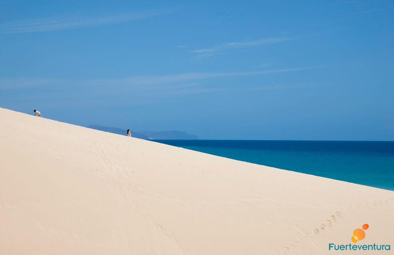 parque-natural-dunas-corralejo-azul-mar-fuerteventura