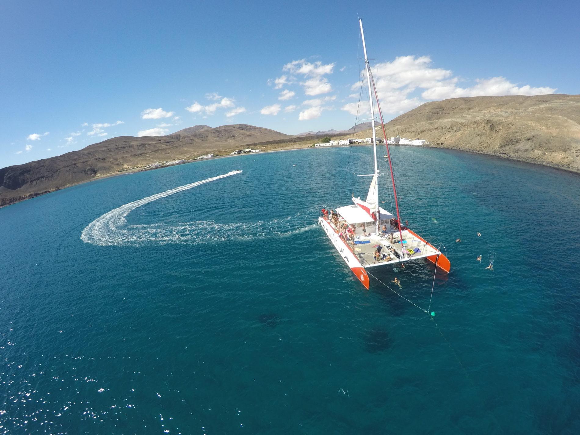 barco catamaran fuerteventura