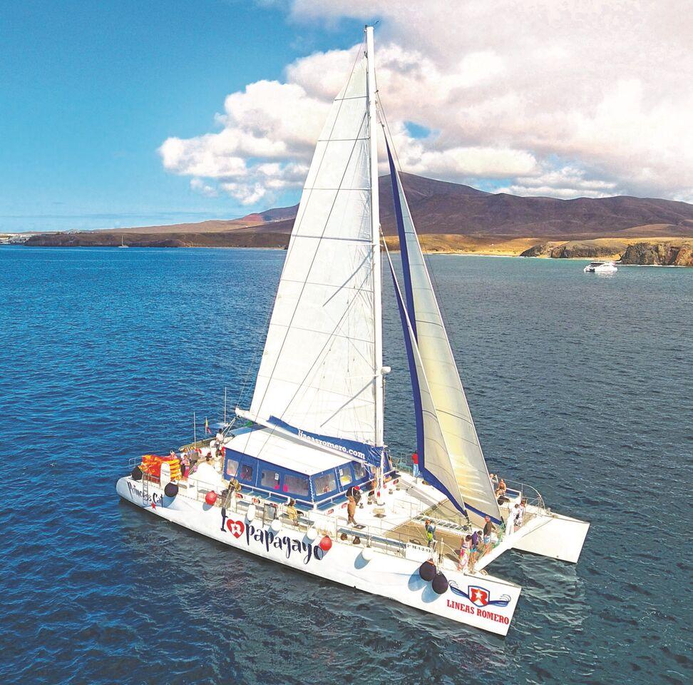 navegar en catamaran costa de papagayo lanzarote