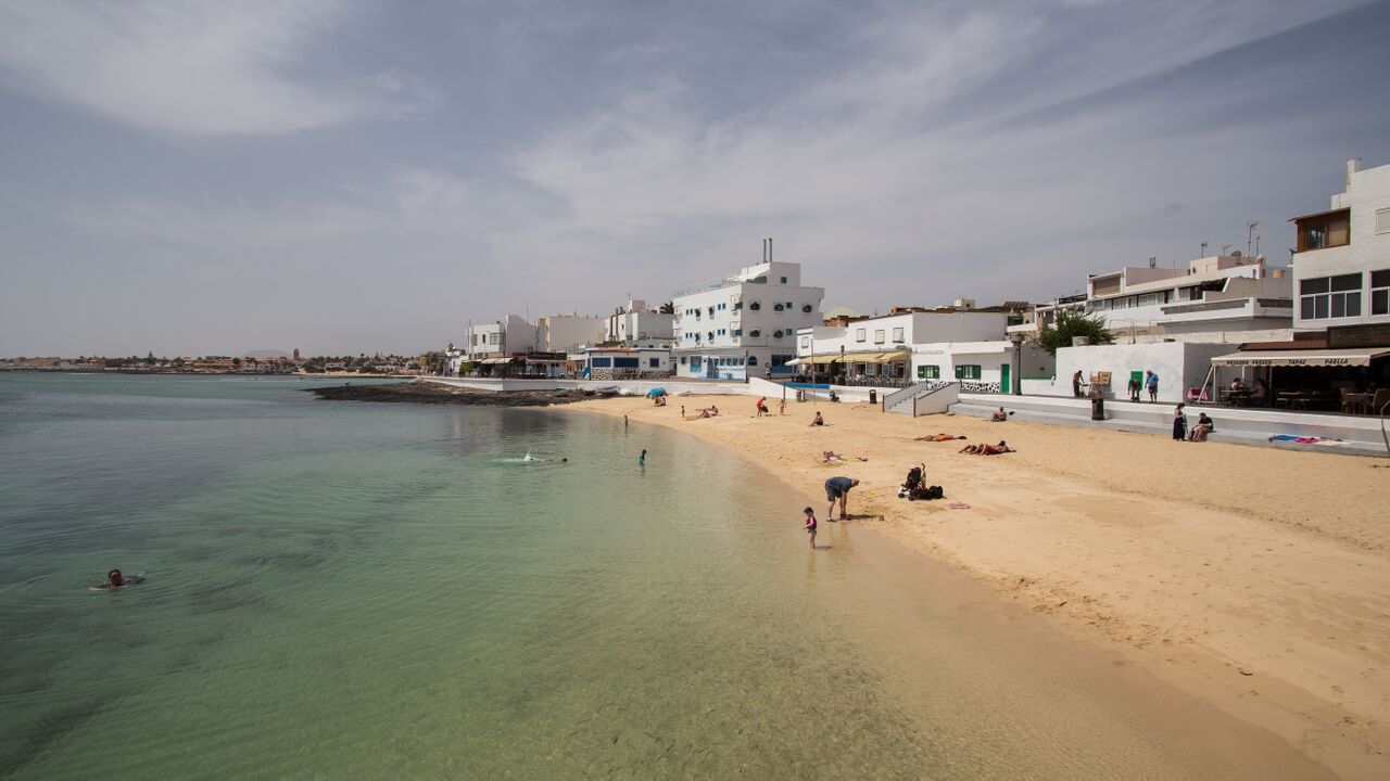 playa-corralejo-fuerteventura-canary-trip-booking