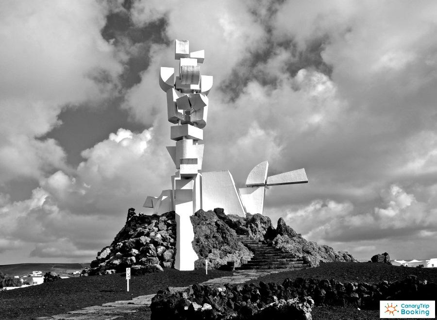Monumento al Campesino byn