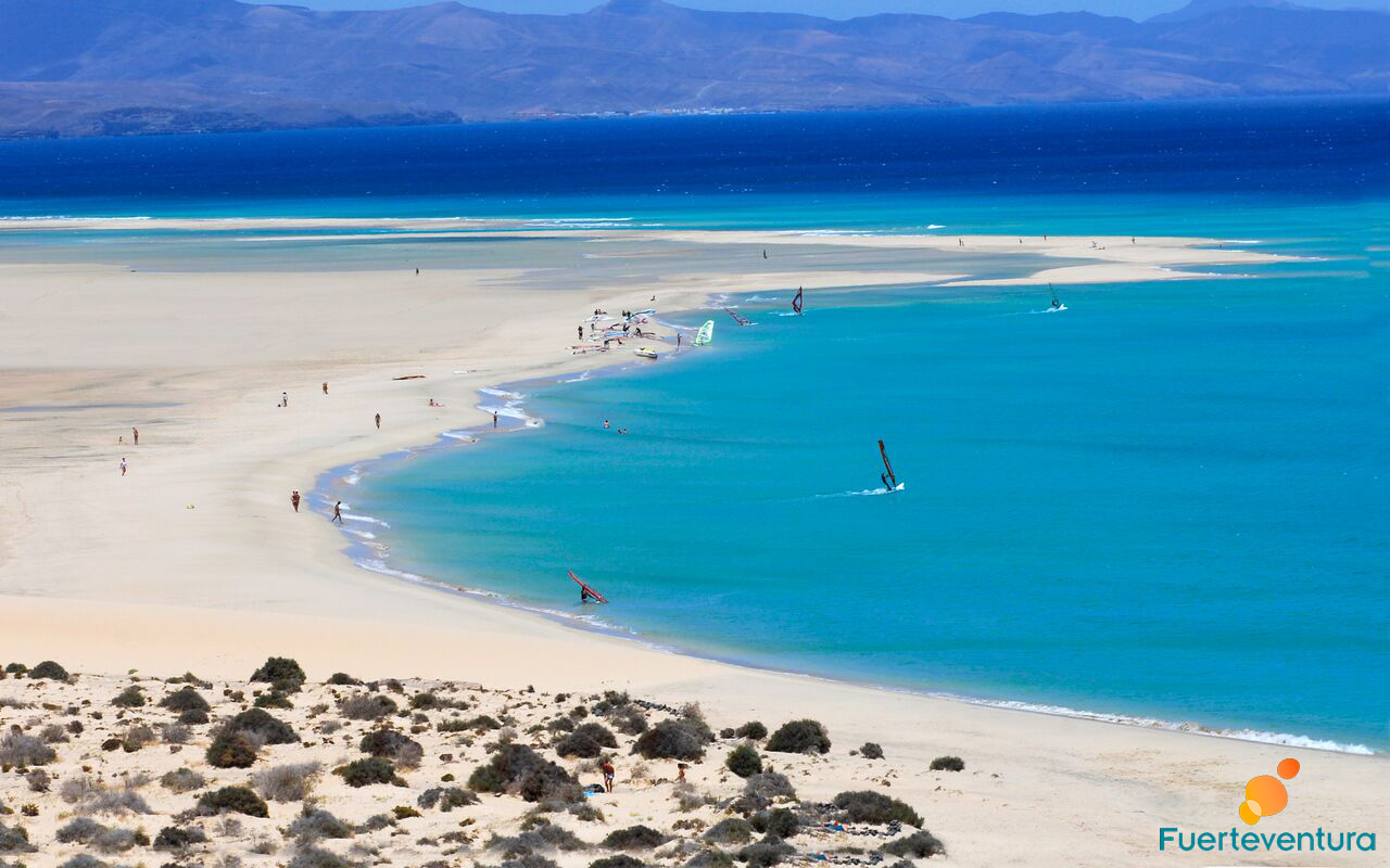 playa-sotavento-fuerteventura-agua-turquesa-windsurf