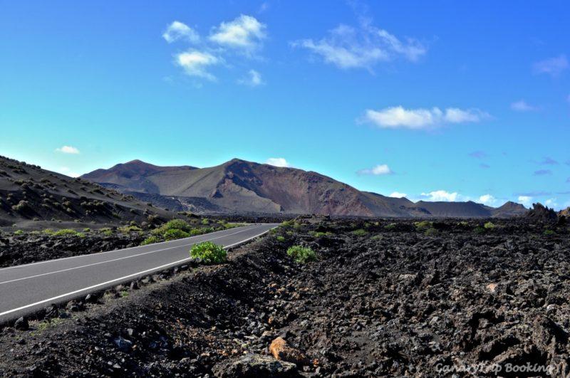 carretera-timanfaya-mar-de-lava-canary-trip-booking