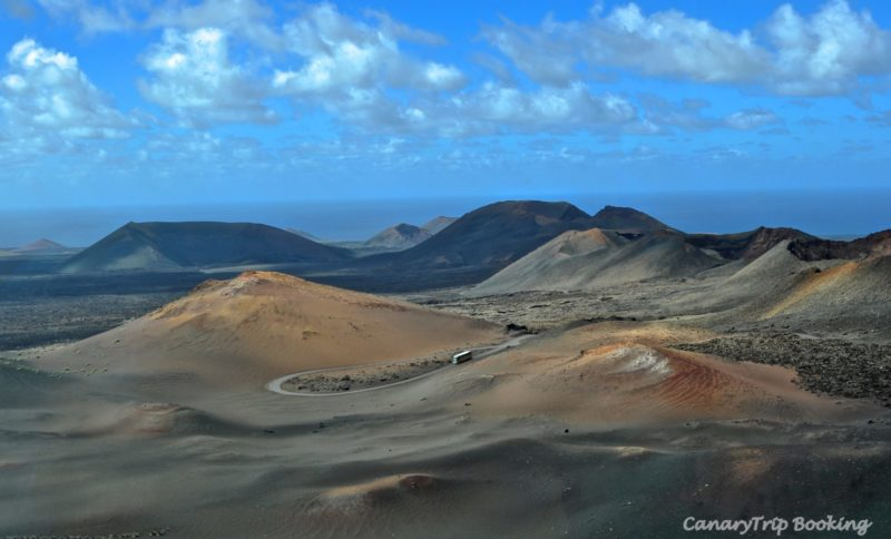 vista-panoramica-timanfaya-canary-trip-booking