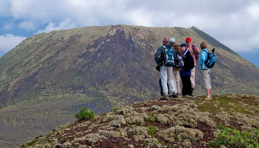 senderistas volcan de la corona lanzarote